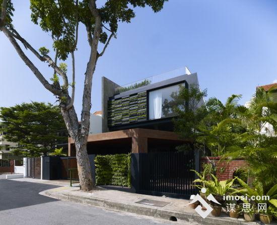 这间私人别墅位于新加坡中心一个繁忙的地区